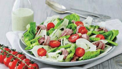 Salat med kalvefilet og persilledressing